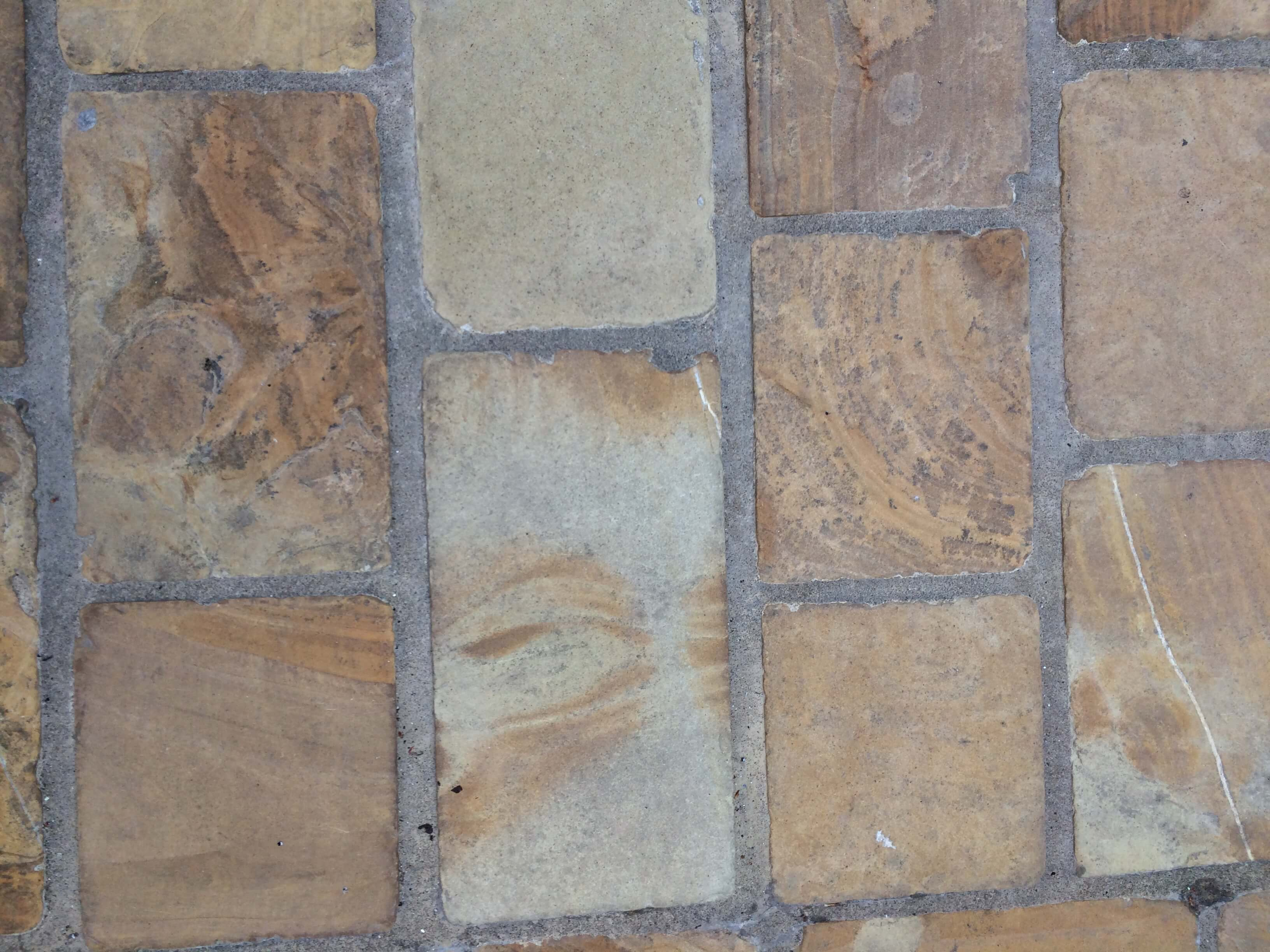Third image for Mint multi sawn and Tumbled Cobble Sett